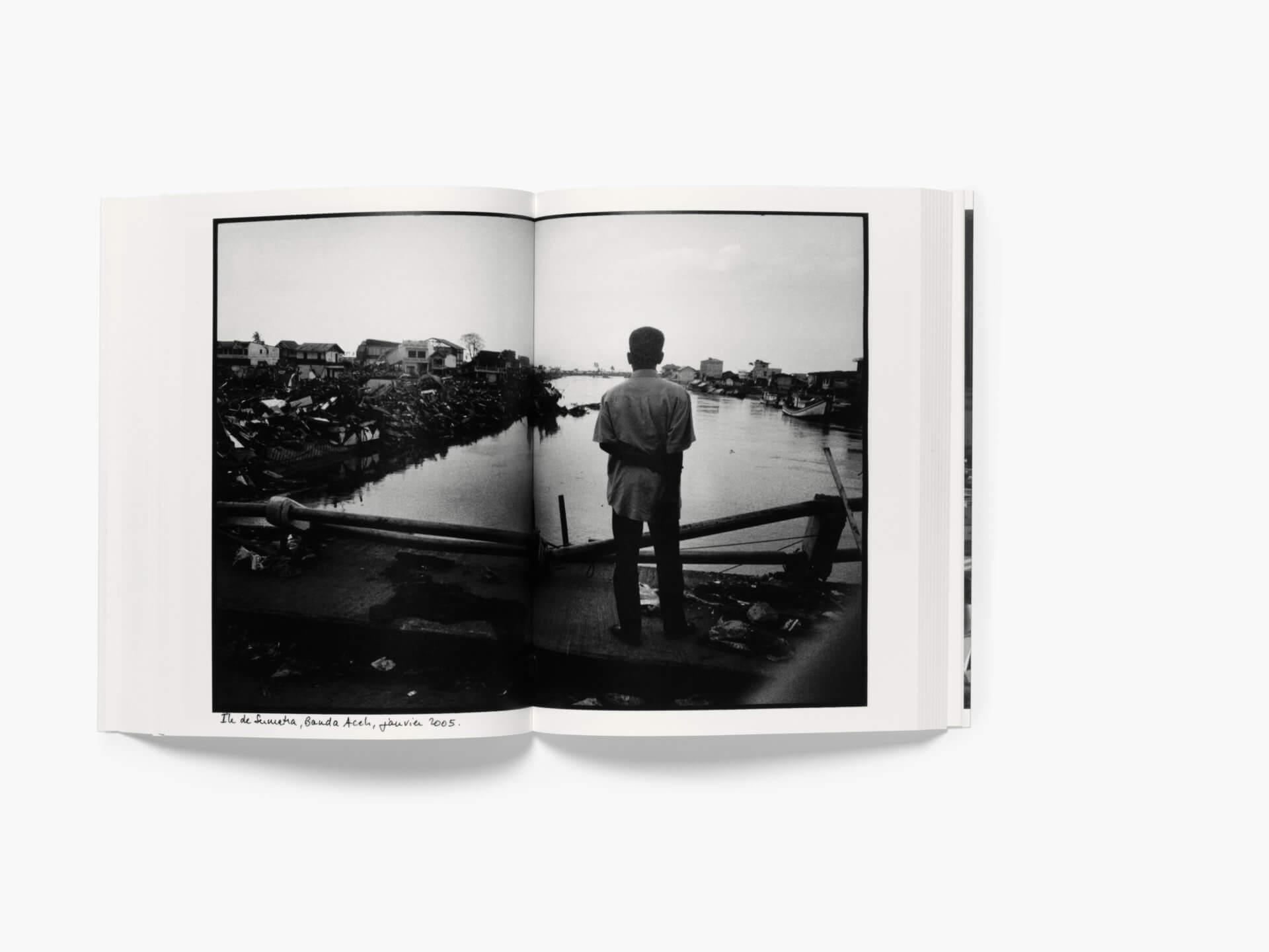 Photo de l'intérieur du livre J'avais posé le monde sur la table
