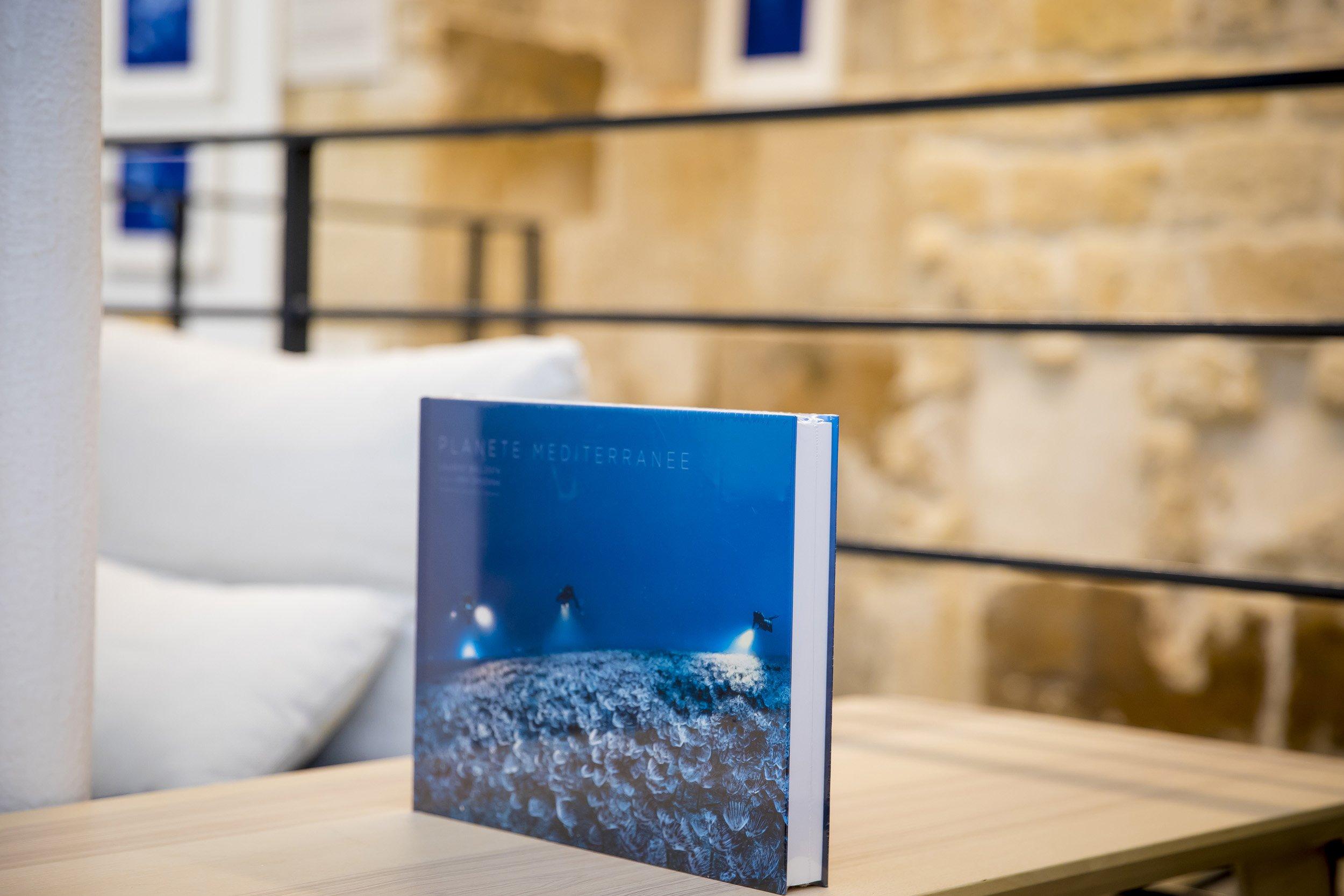Pop up Hemeria septembre 2020, exposition Espaces liquides. Livre Planète Méditerranée
